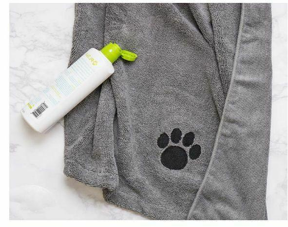 Bone Dry DII Dog Bath With Embroidered Paw Print SHIPPING!