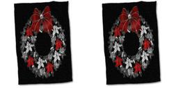 3dRose Red and Silver Christmas Wreath on Speckled Black Tow